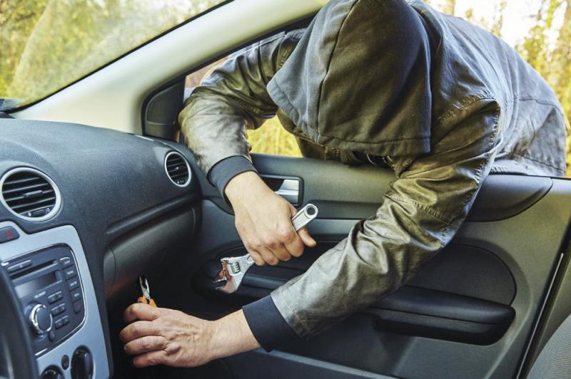 Севастополец оставил автомобиль без энергии имузыки