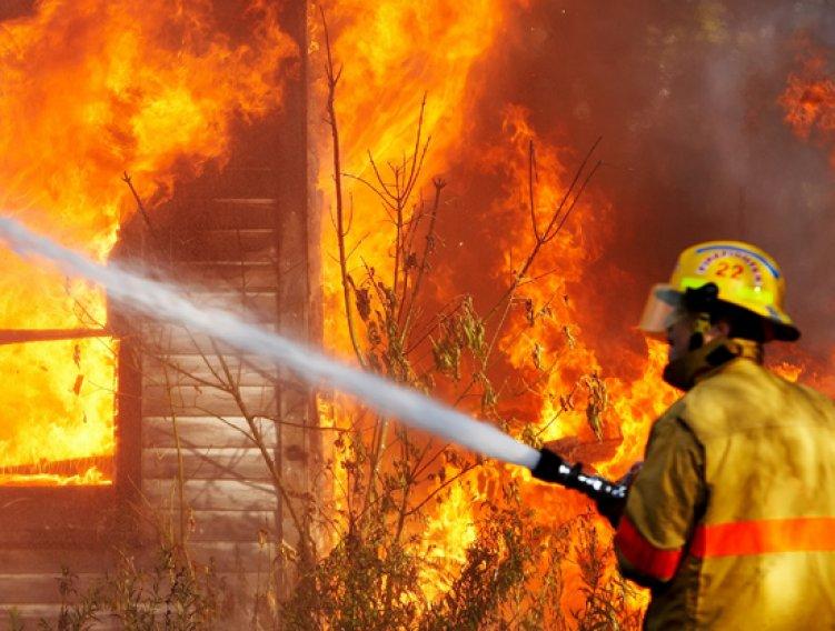 Два молодых человека погибли напожаре вТверской области